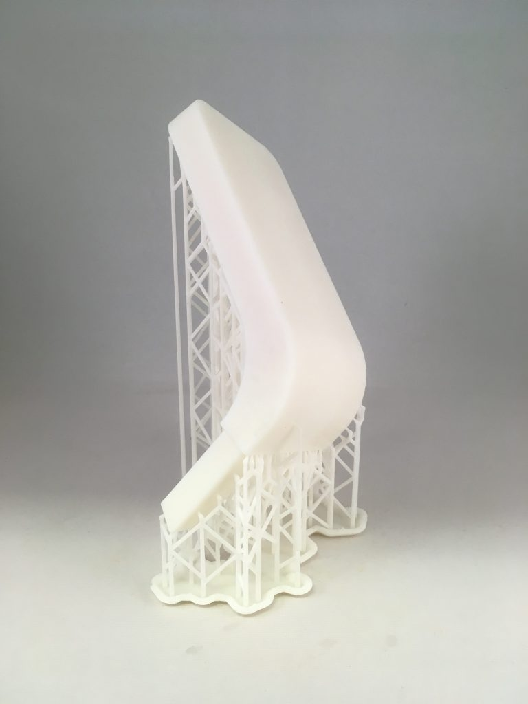 in SLA 3D geprint object in wit met support